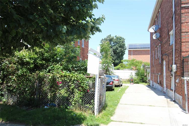 122-15 9th Ave, College Point, NY 11356