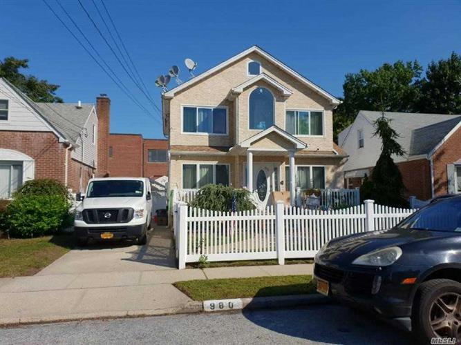 980 Cloud  Ave, Franklin Square, NY 11010