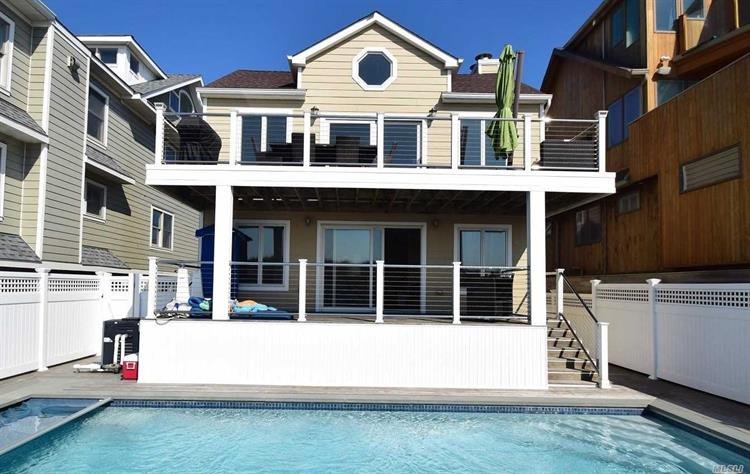 995 Oceanfront St, Long Beach, NY 11561