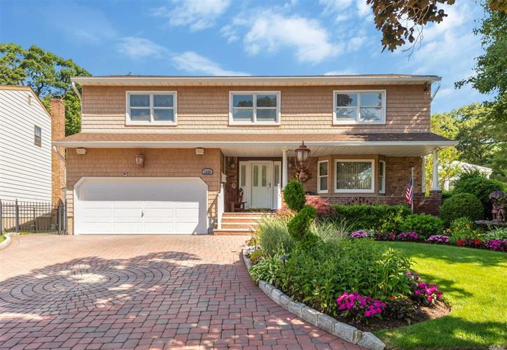 1339 Bea Ct, East Meadow, NY 11554