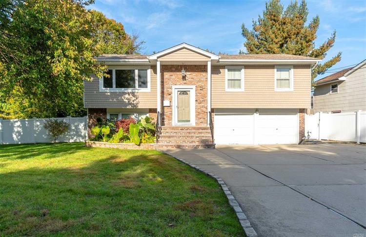 6 W Forest Ave, Roosevelt, NY 11575