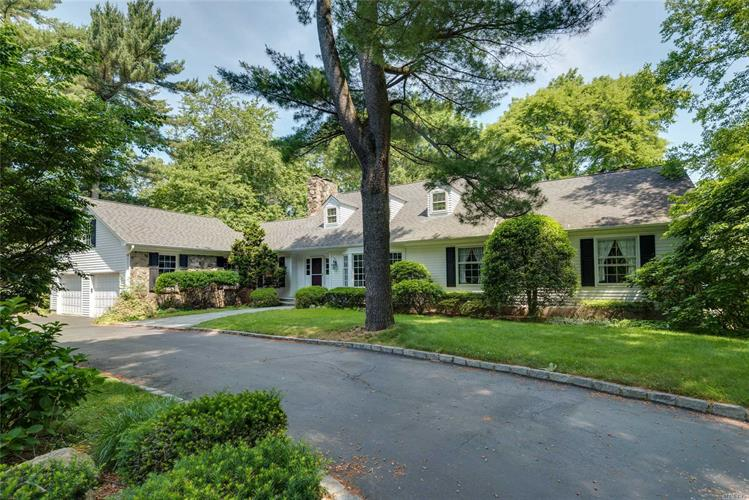 9 Saw Mill Ln, Cold Spring Harbor, NY 11724 - Image 1