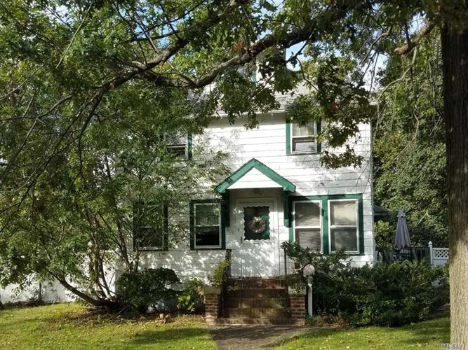 601 Maude St, South Hempstead, NY 11550 - Image 1