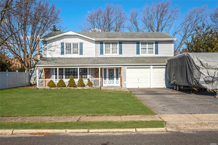 15 Gate Ln, West Islip, NY 11795 - Image 1