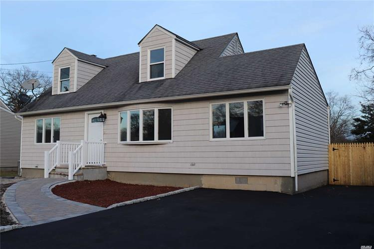 239 Schoenfeld Blvd, Patchogue, NY 11772 - Image 1