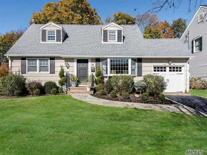 128 Radcliff Dr, East Norwich, NY 11732 - Image 1