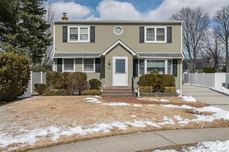 40 Carrie Ave, Bethpage, NY 11714 - Image 1