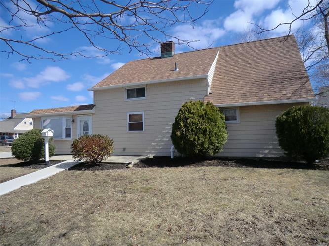 41 Jester Ln, Levittown, NY 11756 - Image 1