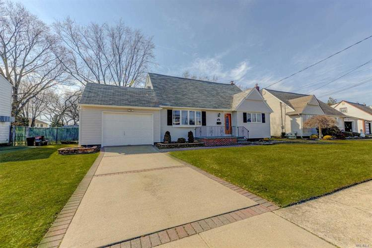 650 Tabor  Pl, East Meadow, NY 11554 - Image 1