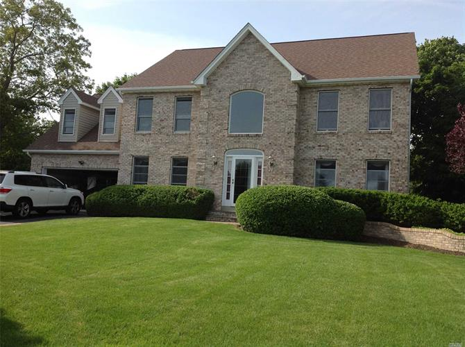 3 Skyhaven Dr, East Patchogue, NY 11772 - Image 1