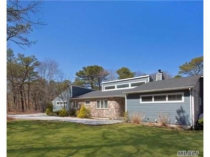 14 Honeysuckle Ln, East Quogue, NY