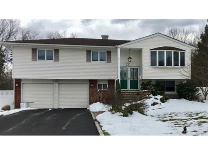 5 Cutchogue Ln, Commack, NY