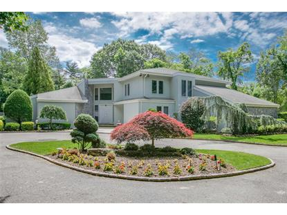12 Bass Pond Dr, Old Westbury, NY