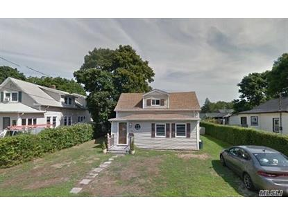 19 Woodburn St, Patchogue, NY