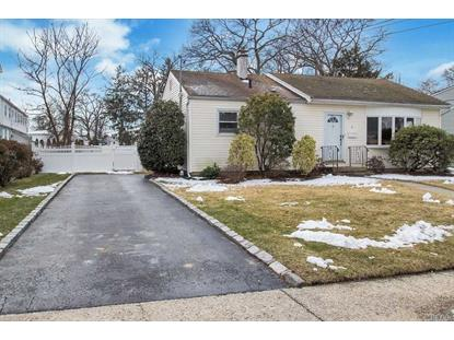 8 Rugby Rd, Massapequa, NY