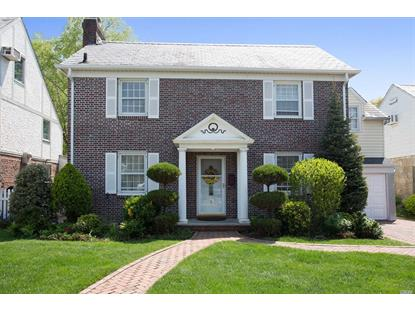 8 Pembroke Ct, Rockville Centre, NY