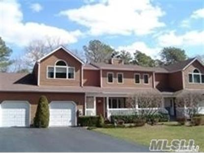 31 Kettle Hole Rd, Manorville, NY