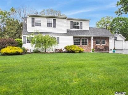 18 Country Greens Dr, Holtsville, NY