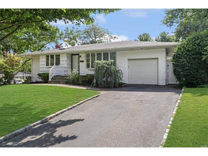 1 Freeman Ct, Commack, NY