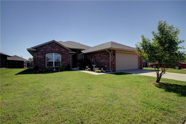 912 Willowood Drive, Yukon, OK 73099