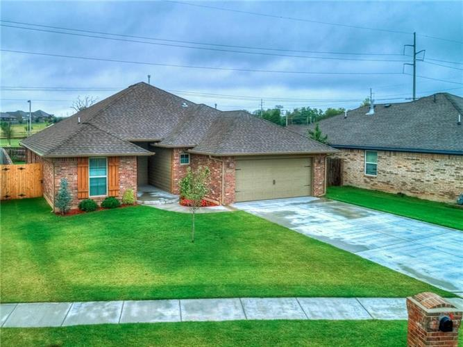 601 Beechwood Way, Moore, OK 73160