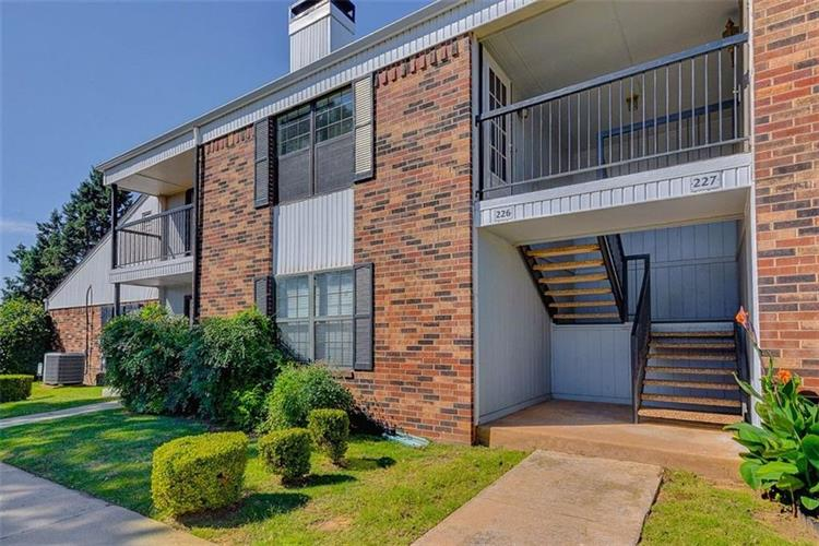 3003 River Oaks, Norman, OK 73072