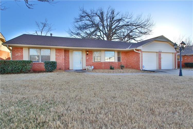 2828 Huntleigh Drive, The Village, OK 73120
