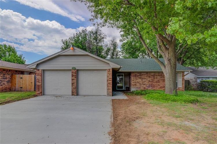 4238 Willowrun Circle, Norman, OK 73072