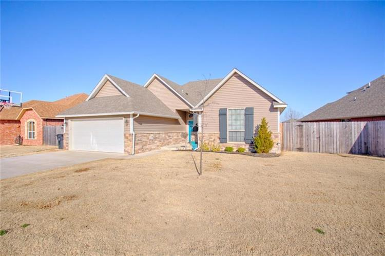 1600 Post Oak Lane, Moore, OK 73160