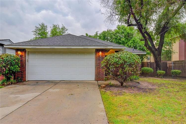 1900 S Barkley Street, Norman, OK 73071