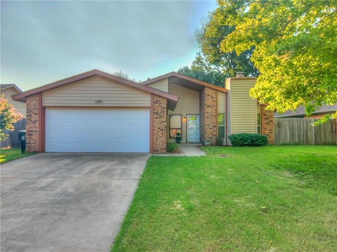 1221 Burkshire Terrace, Norman, OK 73072
