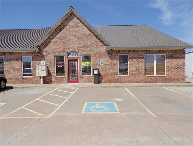 1125 W State Highway 152 Highway, Mustang, OK 73064