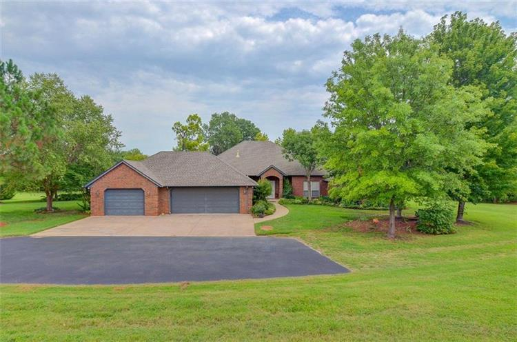 3216 Hunters Ridge Lane, Blanchard, OK 73010