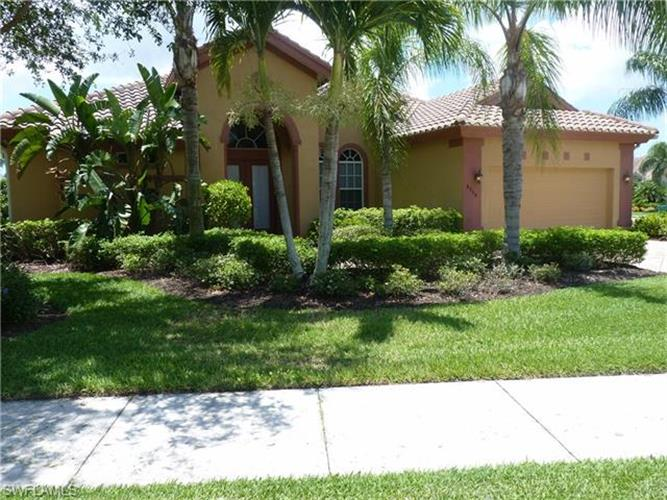 8754 Hideaway Harbor CT, Naples, FL 34120