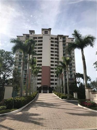 425 Cove Tower DR, Naples, FL 34110