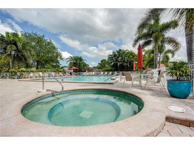 586 W Beachwalk CIR, Naples, FL 34108