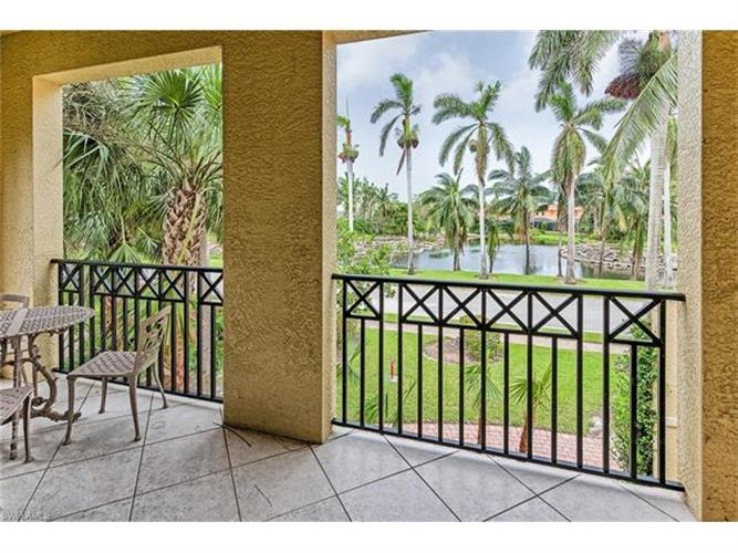 2870 Castillo CT, Naples, FL 34109