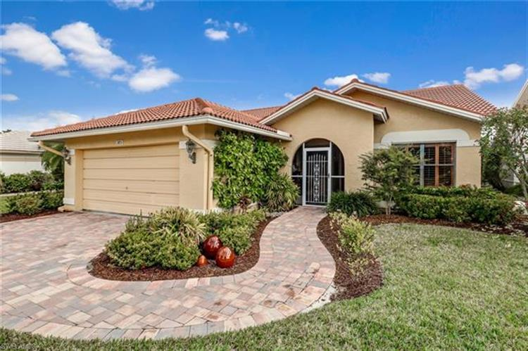 385 Fox Den CIR, Naples, FL 34104