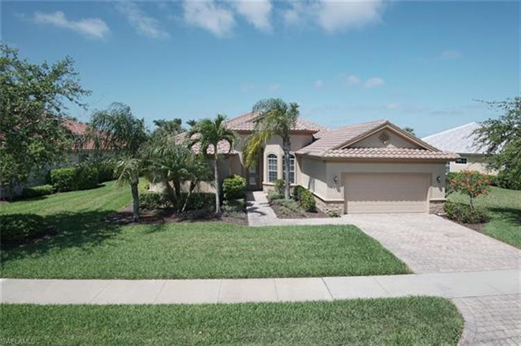 8813 Spinner Cove LN, Naples, FL 34120