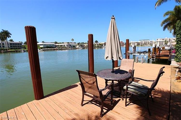 262 Bay PT, Naples, FL 34103