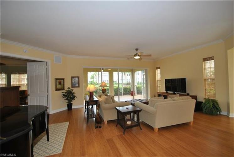 385 Sea Grove LN, Naples, FL 34110