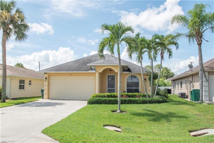 636 96th AVE N, Naples, FL 34108