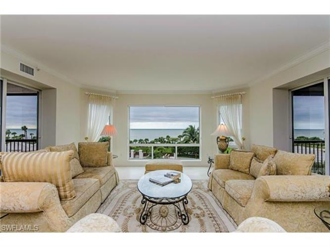 8473 BAY COLONY DR, Naples, FL 34108
