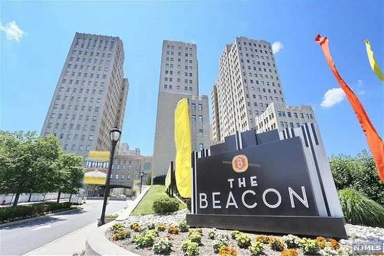4 Beacon Way, Jersey City, NJ 07304