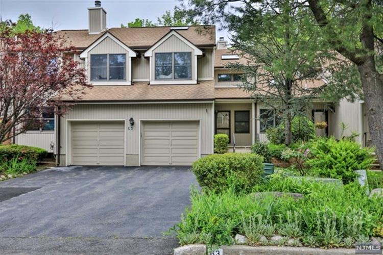 63 Bentley Dr, Franklin Lakes, NJ 07417