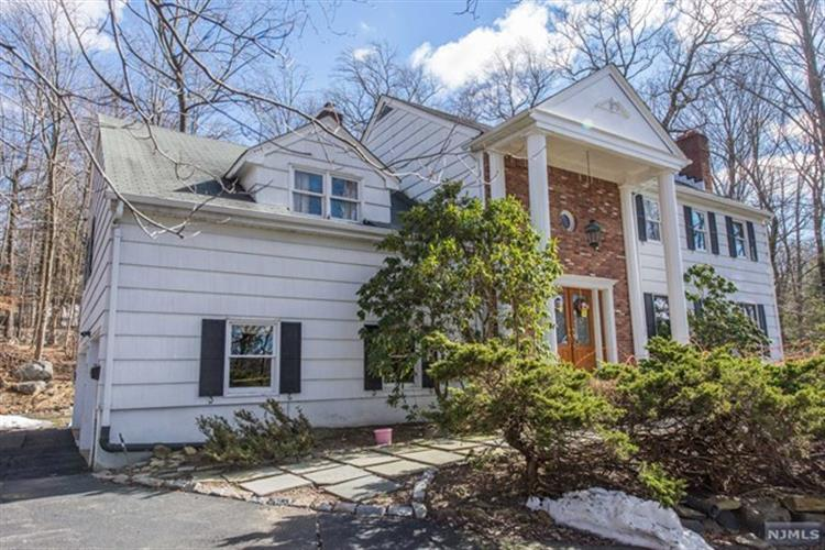 21 The Crossway, Kinnelon, NJ 07405