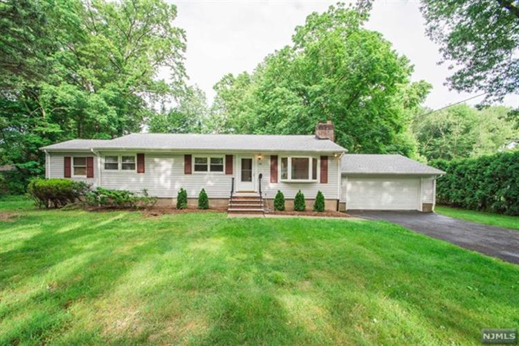 376 Newtown Rd, Wyckoff, NJ 07481