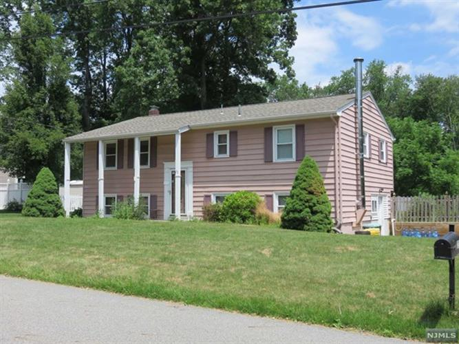 23 Lou Ann Blvd, West Milford, NJ 07480