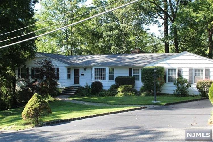24 Fairview Ter, Wayne, NJ 07470
