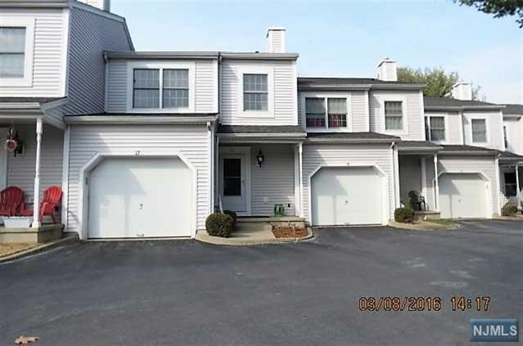 17 Iron Forge Vlg South, Pompton Lakes, NJ 07442